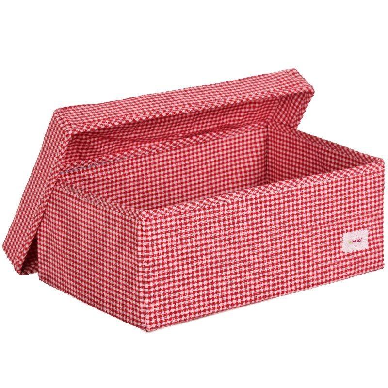 Голяма кутия червени точки